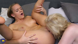 Lesbian 69 sex after a bath with the man mom