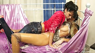 Glamour babes Kitty Jane added to Alyssia Loop enjoy having some distraction