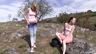 Nice pussy licking increased by fingering here outdoors - Suzi Rainbow