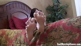 I love making my XXX slave girl worship my feet