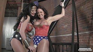 Wonderwoman Lesdom Hot Porn Peel
