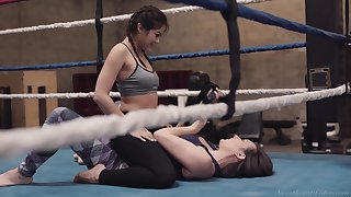 Wild cat fight ends up with steamy clit stimulation on the ring with Kendra Spade