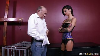 Rough lesbian penalty with sex toys - Bonnie Rotten and Skin Diamond