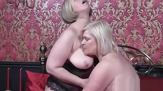 Hardcore pussy licking innings with British mature babes