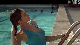 Hot actress Denise Richards in bikini